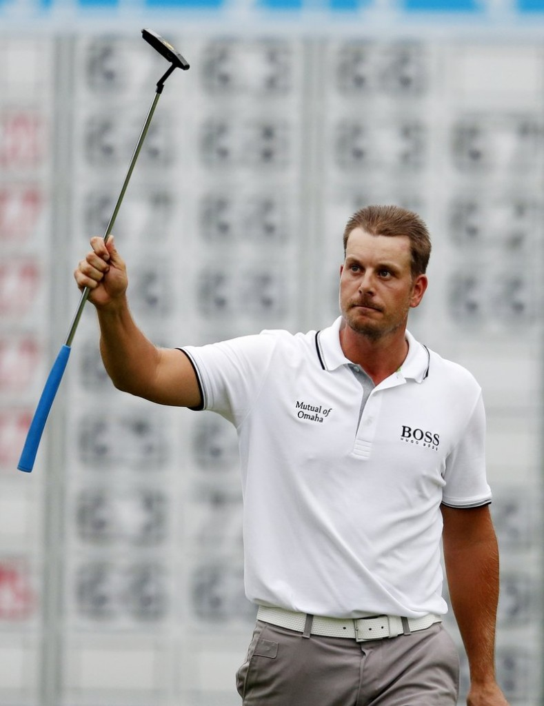 Henrik Stenson salutes the gallery on the 18th hole after winning the Deutsche Bank Championship at Norton, Mass., on Monday. Stenson tied the tournament record by shooting a 22-under 262.