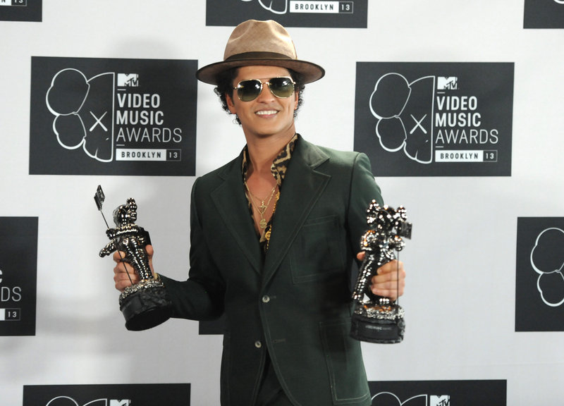 "Bruno Mars will sing at the Super Bowl, a source says. His latest top hit is ""When I Was Your Man."""