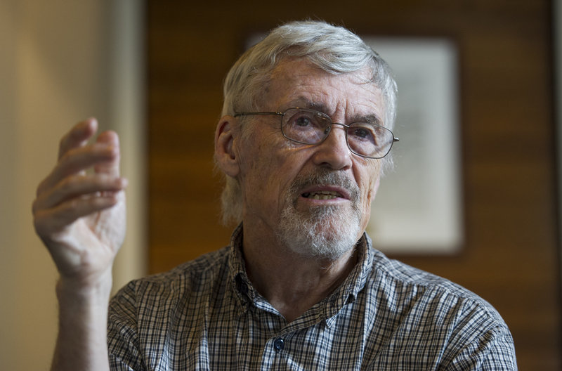 Retired physician David Hilfiker, shown Thursday talking to the National Press Club, has been writing about his Alzheimer experience in his blog, Watching the Lights Go Out.