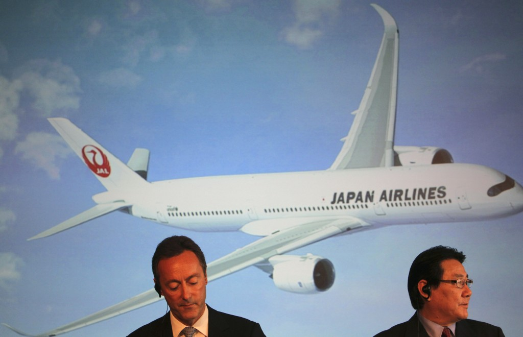 Airbus Japan Chief Executive Fabrice Bregier, left, and Japan Airlines President Yoshiharu Ueki attend a news conference in Tokyo on Monday. Japan Airlines is buying 31 planes from Airbus rather than from rival Boeing.
