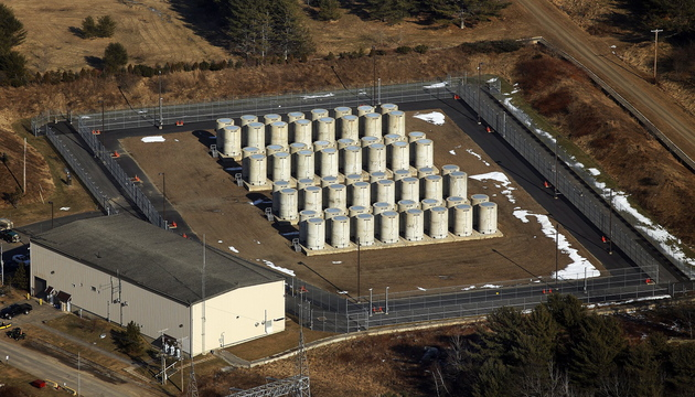 A 2013 aerial photograph of the Maine Yankee nuclear power plant site in Wiscasset shows the steel-lined concrete containers that hold 550 metric tons of spent fuel assemblies.