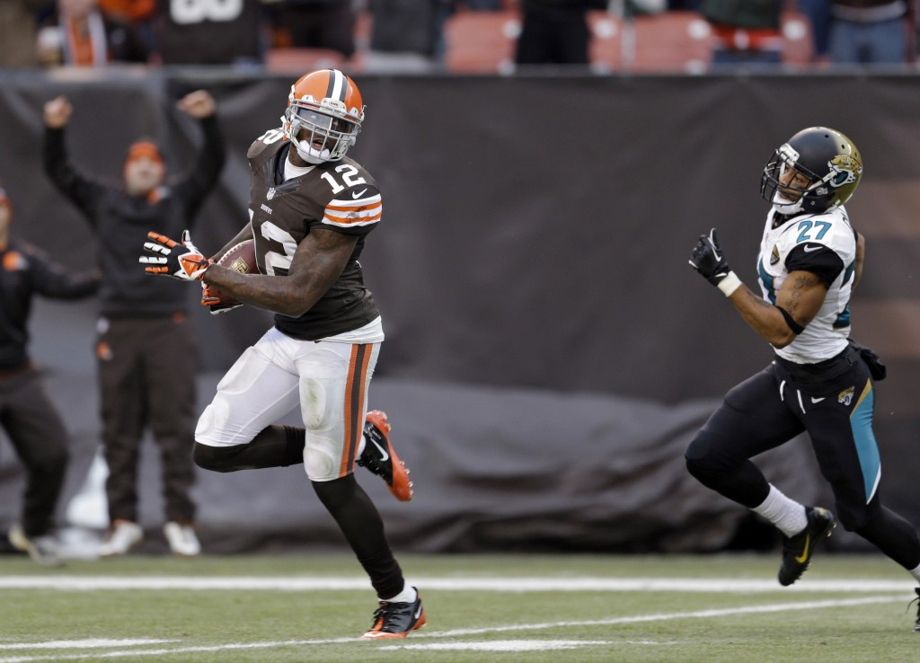 Cleveland Browns wide receiver Josh Gordon outruns Jacksonville Jaguars cornerback Dwayne Gratz on a 95-yard touchdown reception in the fourth quarter of a game on Sunday in Cleveland.