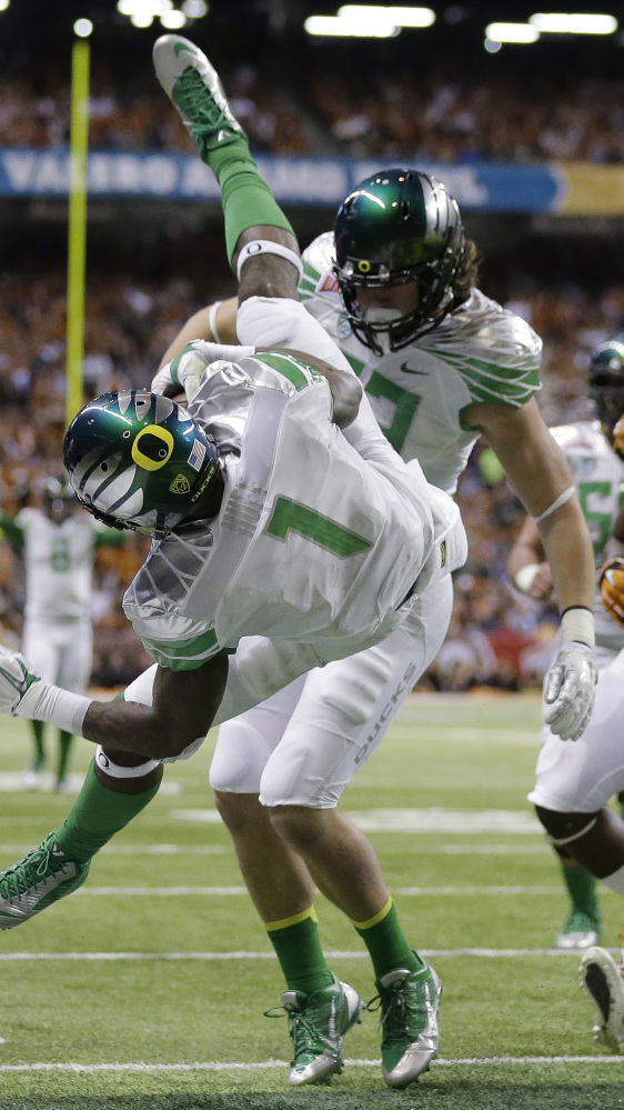 Oregon's Josh Huff dives for a touchdown against Texas during the second quarter of Monday's Alamo Bowl, won by the Ducks, 30-7.