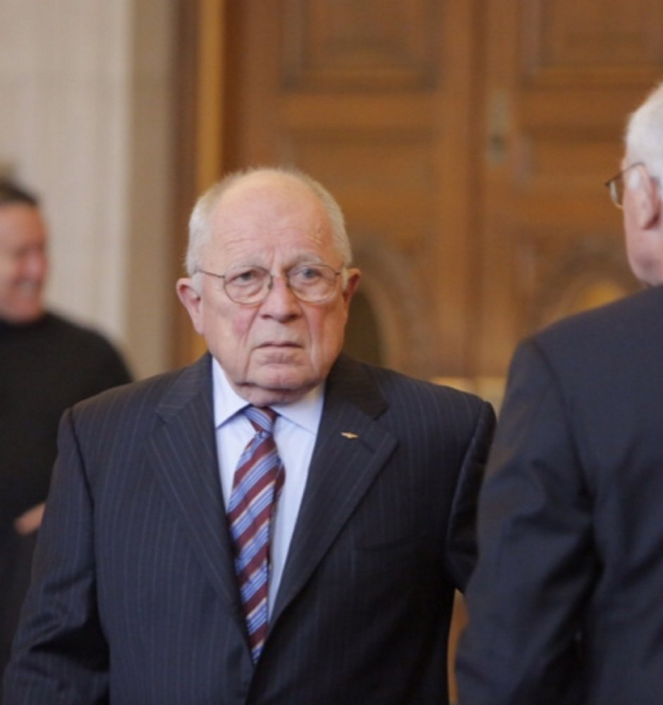 F. Lee Bailey appears before the start of a hearing at the Maine Supreme Judicial Court in Portland on Tuesday. The Maine Board of Bar Examiners is appealing a decision that would have let the famous defense attorney practice law in Maine.