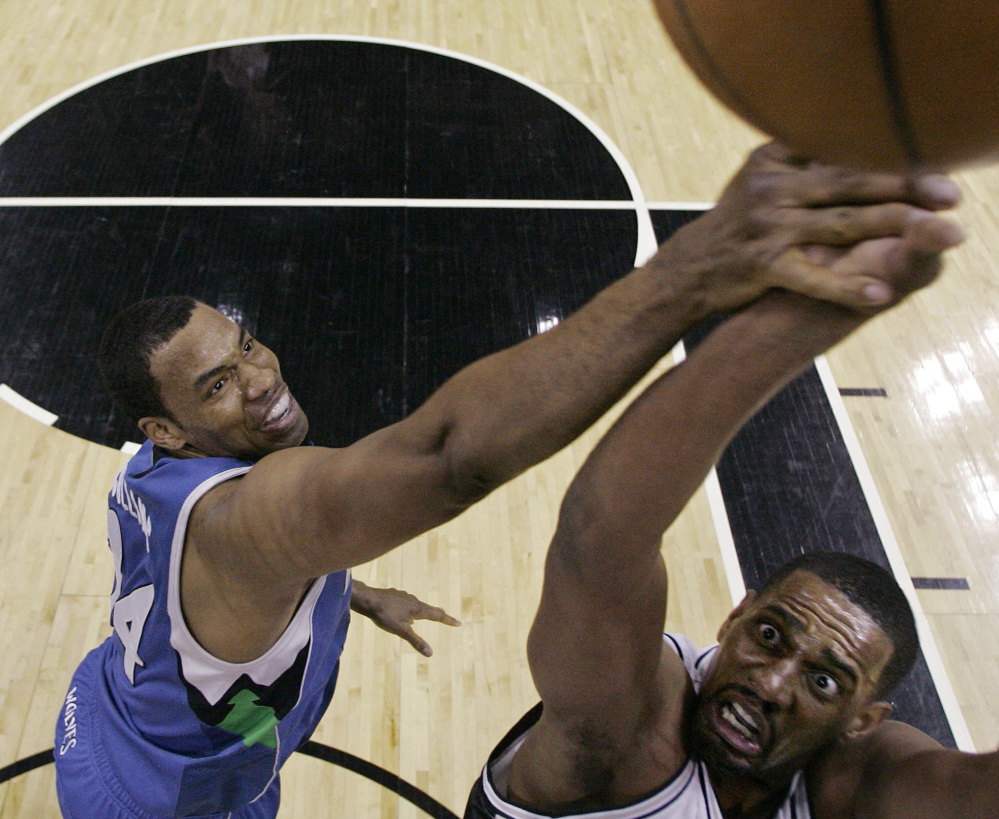 Jason Collins, left, playing for Minnesota in 2009, is meeting with the Nets. Collins would become the first active openly gay player in the NBA if he was signed by Brooklyn.