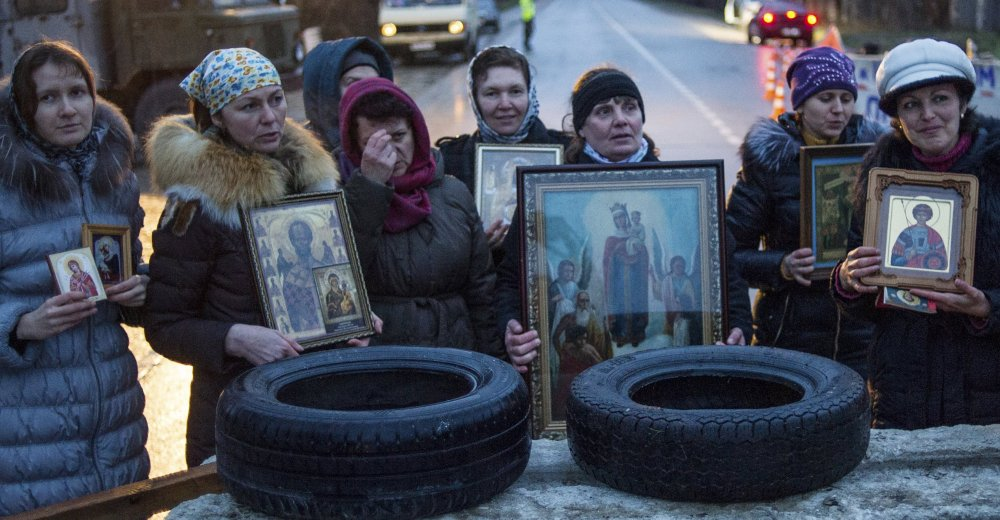 Pro-Russian activists hold Orthodox icons at a checkpoint outside of Sevastopol in the Crimea, Ukraine, on Thursday.