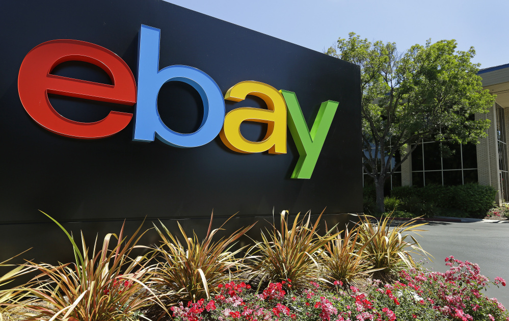 EBay is urging shareholders to vote for its directors rather than the pair put up by activist investor Carl Icahn.