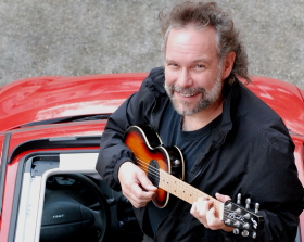 John Gorka will play a benefit concert for St. Lawrence Arts Sunday.