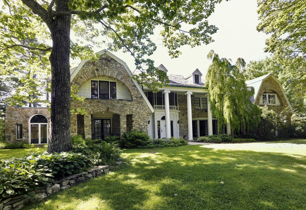 The University of Southern Maine is transferring ownership of the John Calvin Stevens-designed Stone House in Freeport to the nonprofit Wolfe's Neck Farm Foundation.