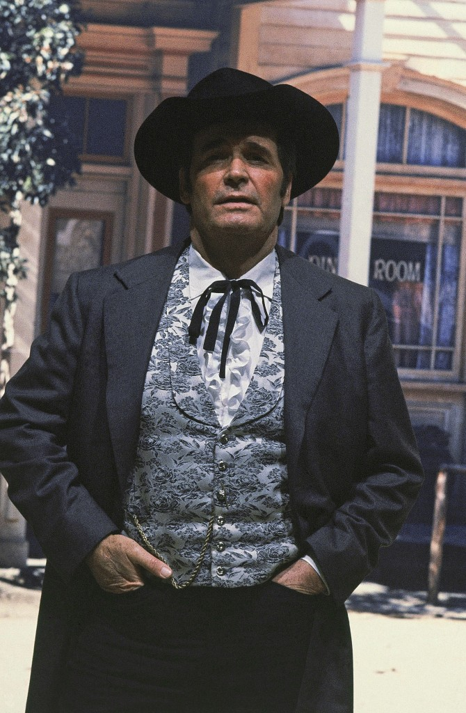 """Actor James Garner is shown in character as """"Bret Maverick"""" on the set of his television show, in this April 13, 1982 photo taken in Los Angeles. The Associated Press"""