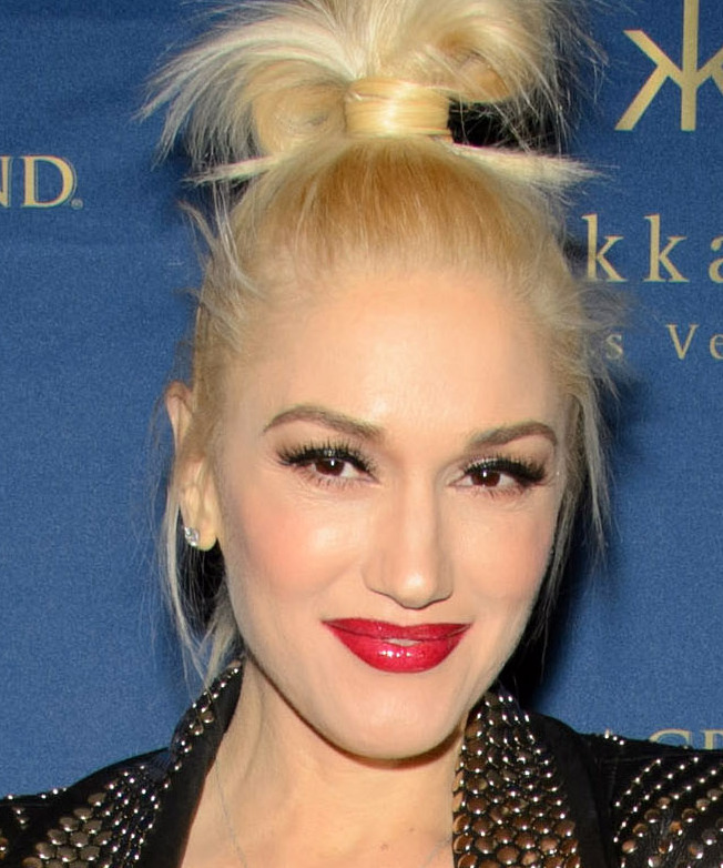 "Gwen Stefani, a celebrity judge from ""The Voice,"" will present an Emmy at the Aug. 25 show."