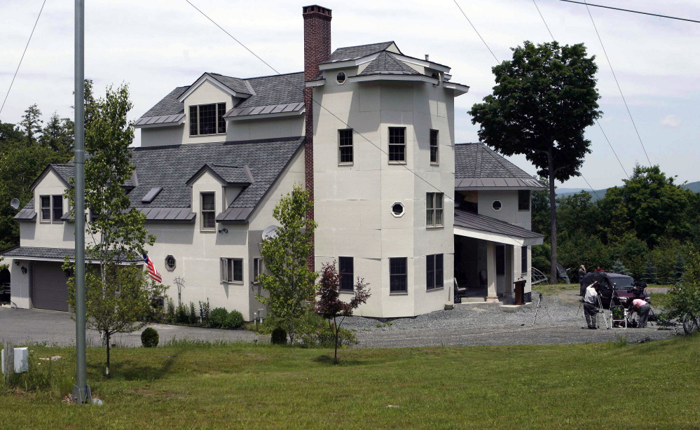 The home of Ed and Elaine Brown in Plainfield, N.H., drew no bidders an auction Friday.