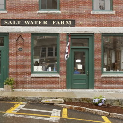 The Salt Water Farm Café has gotten over any hiccups and its menu and bar tempt one to become an everyday diner.