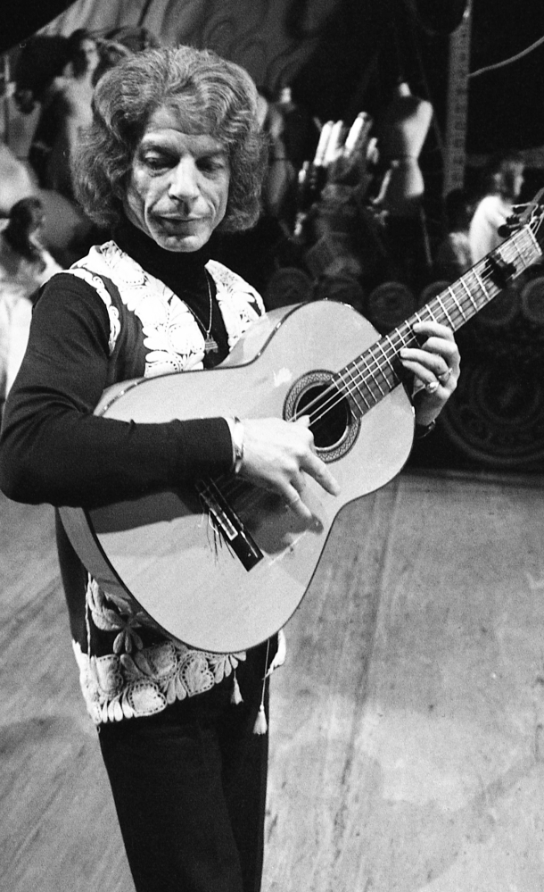 Manitas de Plata performs in 1973. He broke boundaries for Gypsy musicians and sold 93 million records.
