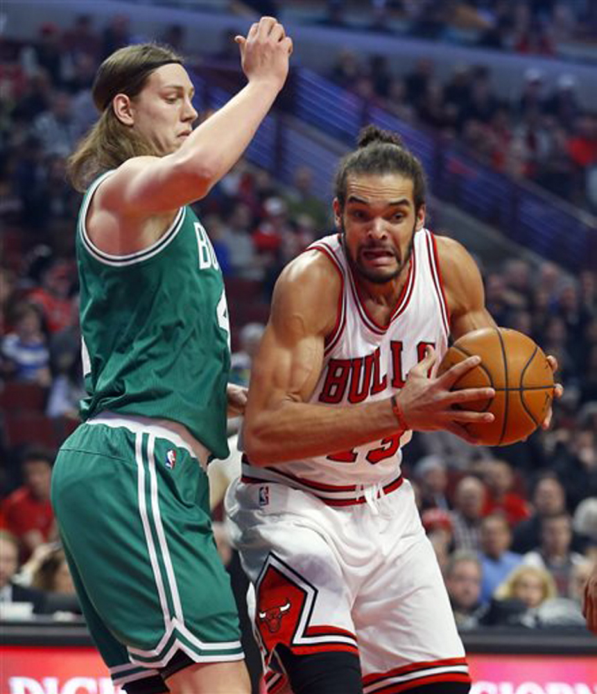 Boston Celtics center Kelly Olynyk, left, guards Chicago Bulls center Joakim Noah Saturday.