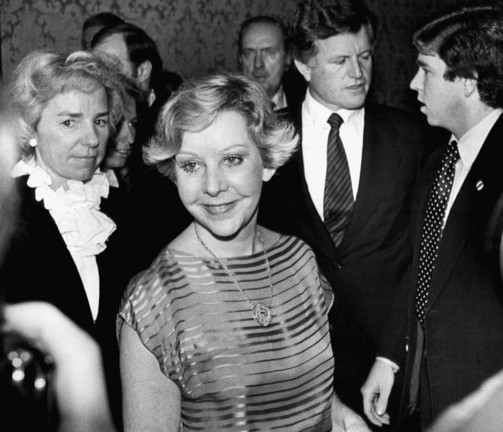 Chicago Mayor Jane Byrne attends a dinner in Chicago for Sen. Edward M. Kennedy, right, in 1979. At left is Ethel Kennedy, the widow of Sen. Robert F. Kennedy.