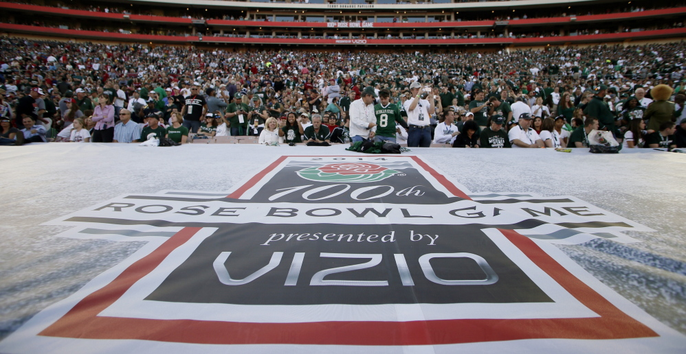 "A Rose Bowl banner bears the ""presented by Vizio"" sponsorship at the Jan. 1 Rose Bowl in Pasadena, Calif. The estimated cost to sponsor a top-tier game like the Rose Bowl ranges from $25 million to more than $30 million."