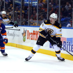Bruins right wing Reilly Smith controls the puck as Islanders center Frans Nielsen closes in during the first period Thursday night. Smith had a goal and two assists to help boost Boston to a 5-2 win in Uniondale, N.Y.