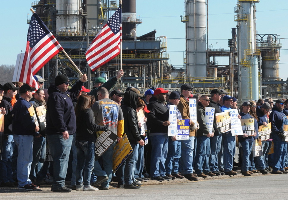 Members of the United Steelworkers union hold a rally at the entrance to the Marathon refinery in Catlettsburg, Ky., on Feb. 7. A USW walkout at 11 refineries is in its third week.