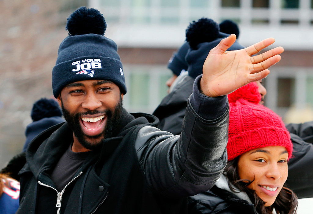 New England cornerback Derrelle Revis is headed to join the rival New York Jets, his agent said Tuesday.
