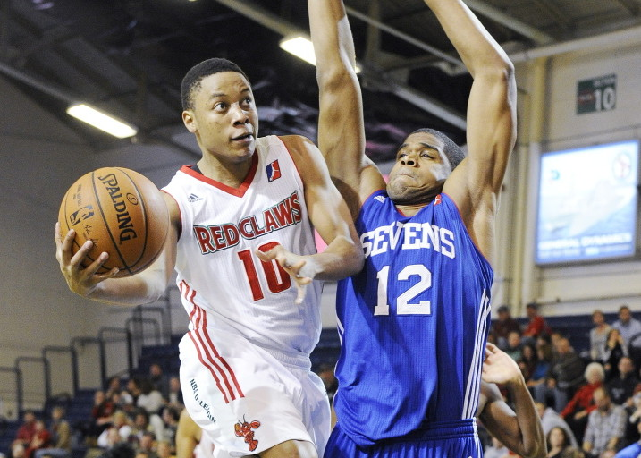Maine Red Claws' Tim Frazier has been named the NBA Development League's player and rookie of the year.