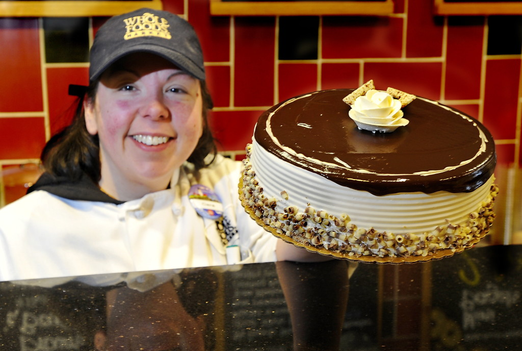 On The Job Cake Decorator Rises To Any Occasion Portland Press Herald