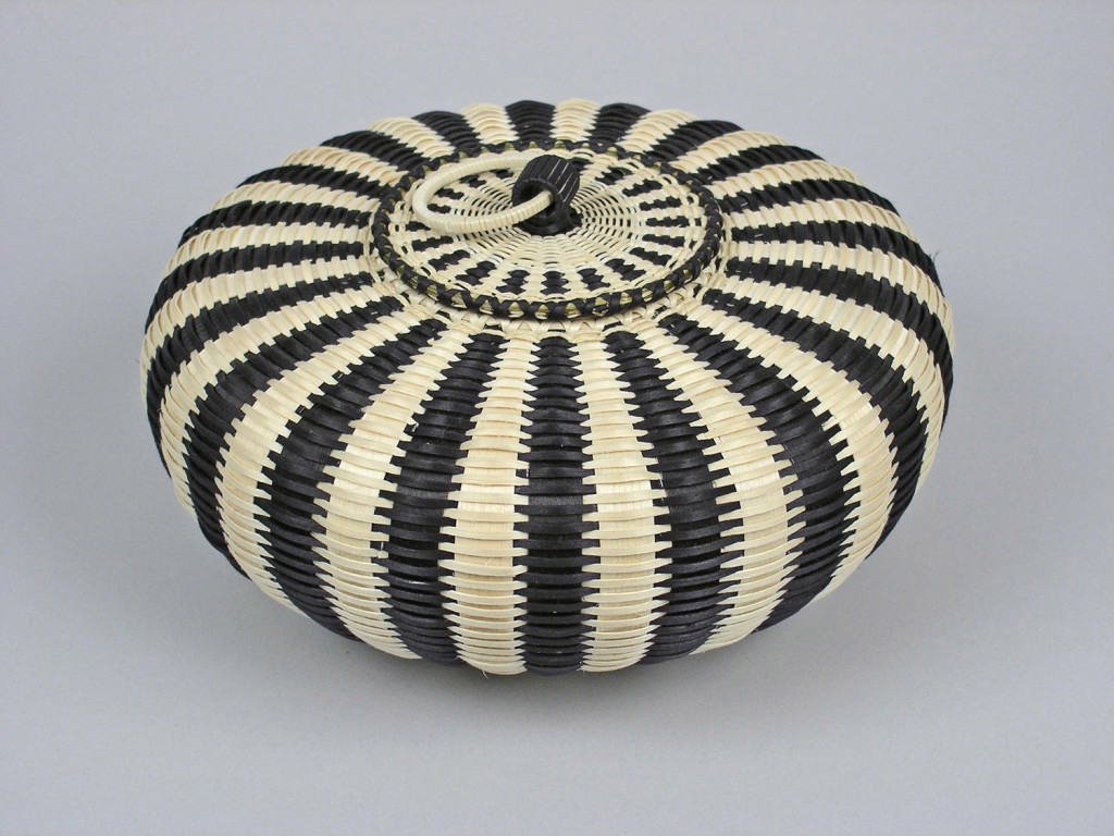 Jeremy Frey (Passamaquoddy Tribe, born 1978), Urchin Basket, 2007, brown ash, sweetgrass, dyes, 4 x 8 inches.