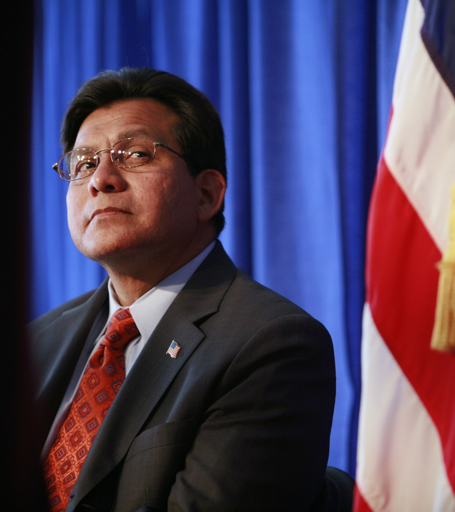 Former Attorney General Alberto Gonzales downplayed a George W. Bush administration dispute about warrantless spying.