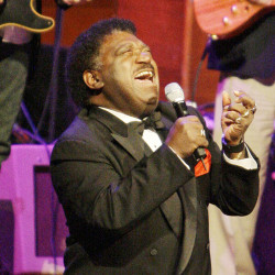 """Percy Sledge performs """"When a Man Loves a Woman"""" along with the Muscle Shoals Rhythm Section at the Musicians Hall of Fame awards show in Nashville, Tenn., on Oct. 28, 2008. (The Associated Press)"""