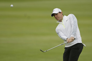Rory McIlroy reached the semifinals in the Match Play Championship on Sunday morning in San Francisco after Saturday's match was suspended because of darkness.