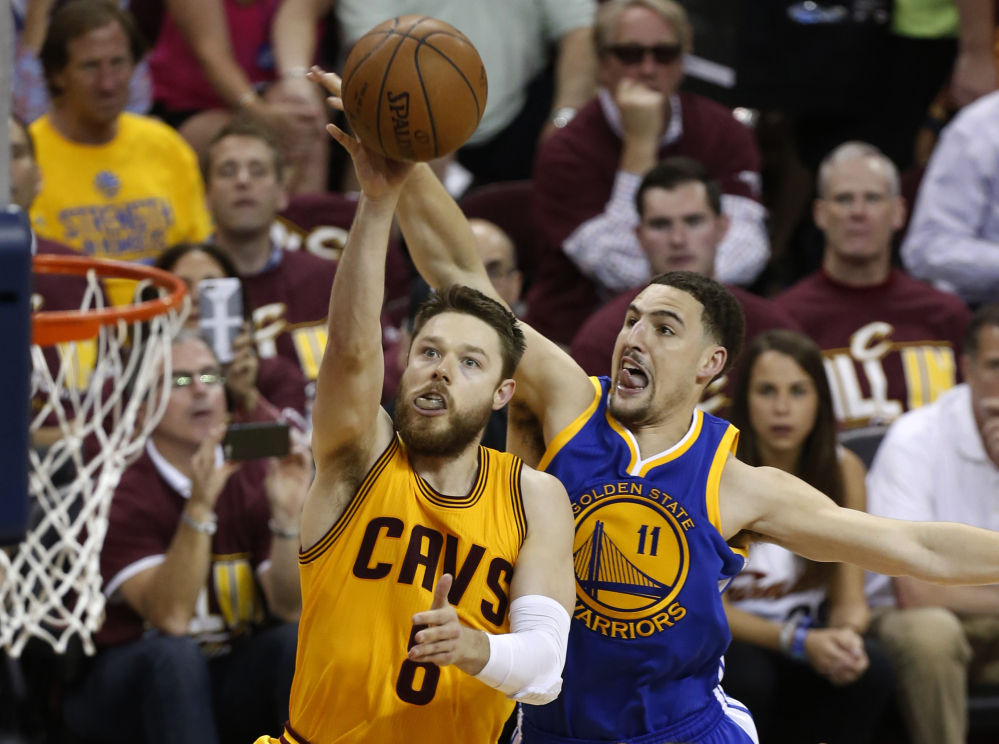 Cleveland Cavaliers guard Matthew Dellavedova shoots in front of the Warriors' Klay Thompson during the second half of Tuesday night's game. Dellavedova scored 20 points in the game.