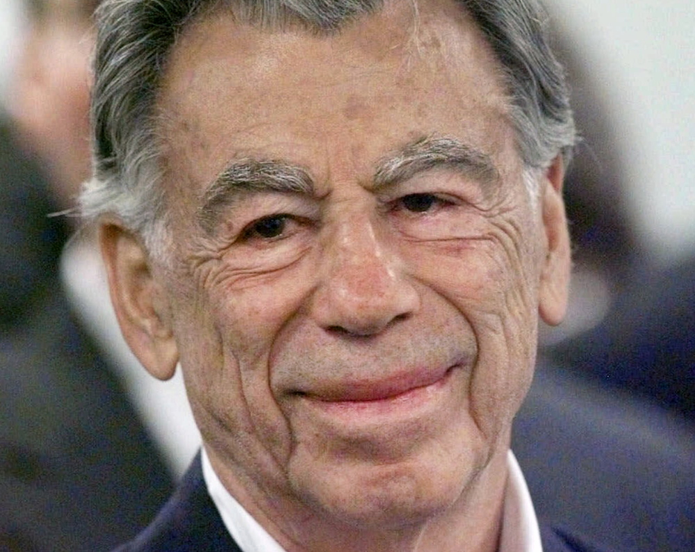 Billionaire entrepreneur Kirk Kerkorian built the first modern mega-resort on the Las Vegas Strip in 1969, and was called a businessman who could see around corners.