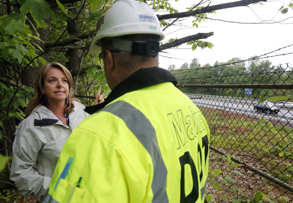 Freeport resident Joni Tompson talks with a Maine DOT official near I-295.