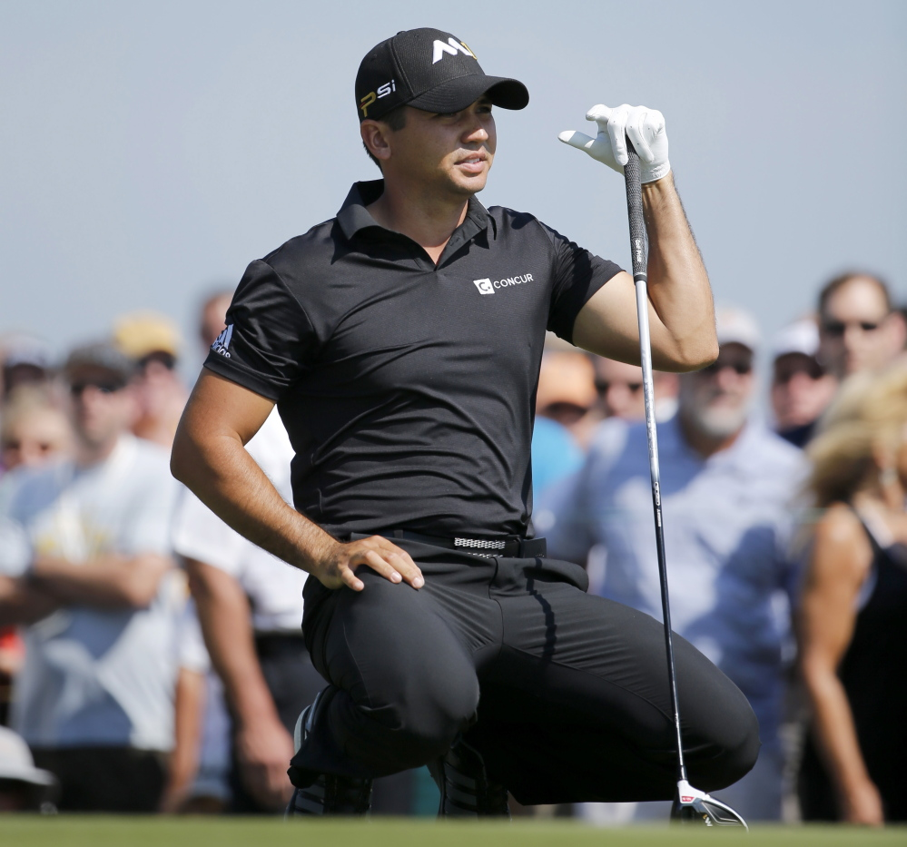 Jason Day is on a quest to reach No. 1 in the world, and he played that way in the first round of the BMW Championship at Lake Forest, Ill., on Thursday.