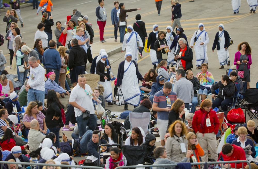 People begin to arrive at the Benjamin Franklin Parkway to attend Sunday's Papal Mass in Philadelphia. Pope Francis is in Philadelphia for the last leg of his six-day visit to the United States.