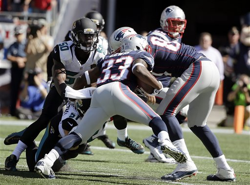 Patriots running back Dion Lewis runs past Jacksonville Jaguars linebackers Telvin Smith, 50, and Paul Posluszny as he heads to end zone in the first quarter. The Associated Press