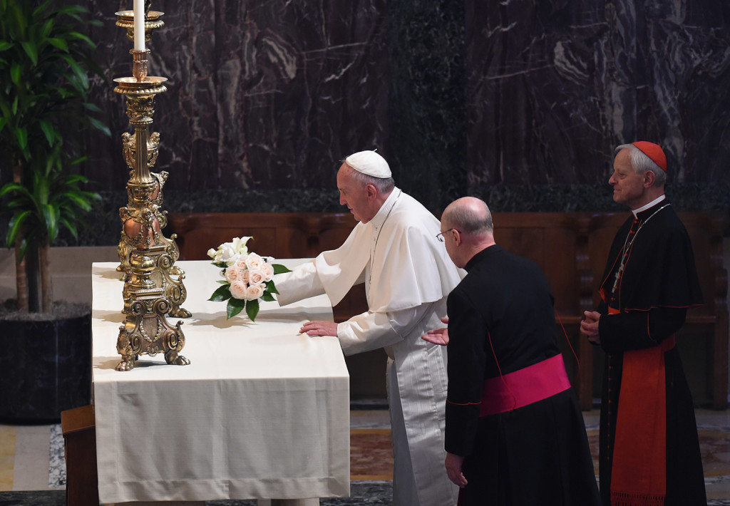 Pope Francis lays flowers on a side altar with Monsignor W. Ronald Jameson, left, and Cardinal Donald Wuerl, archbishop of Washington, at the Midday Prayer of the Divine with more than 300 bishops at the Cathedral of St. Matthew the Apostle in Washington on Wednesday.