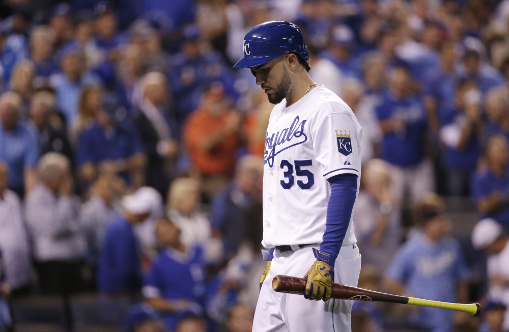 The Royals' Eric Hosmer walks back to the dugout after flying out to end the eighth inning of what ended as a 5-2 loss to the Houston Astros.