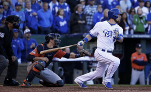 The Royals' Ben Zobrist hits an RBI single to drive in Alcides Escobar for the go-ahead run in the seventh inning. Kansas City shut out Houston the rest of the way to win, 5-4, and even the best-of-five series at one game apiece.