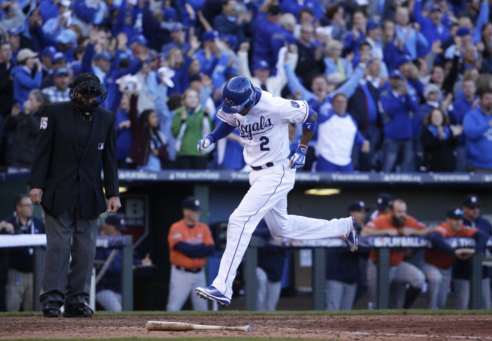 Kansas City's Alcides Escobar scores on Ben Zobrist's single in the seventh inning.