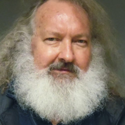 Actor Randy Quaid and his wife, Evi Quaid, are being detained in Vermont after trying to slip across the border into the United States on Friday night.