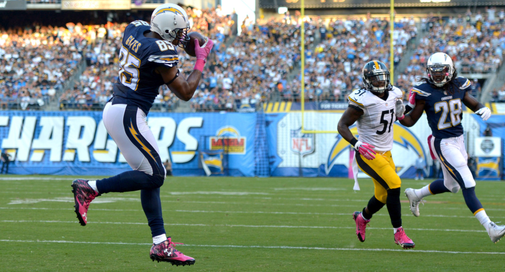 San Diego tight end Antonio Gates, left, catches a 6-yard touchdown pass in the first quarter against Pittsburgh on Monday in San Diego. The Steelers won, 24-20.