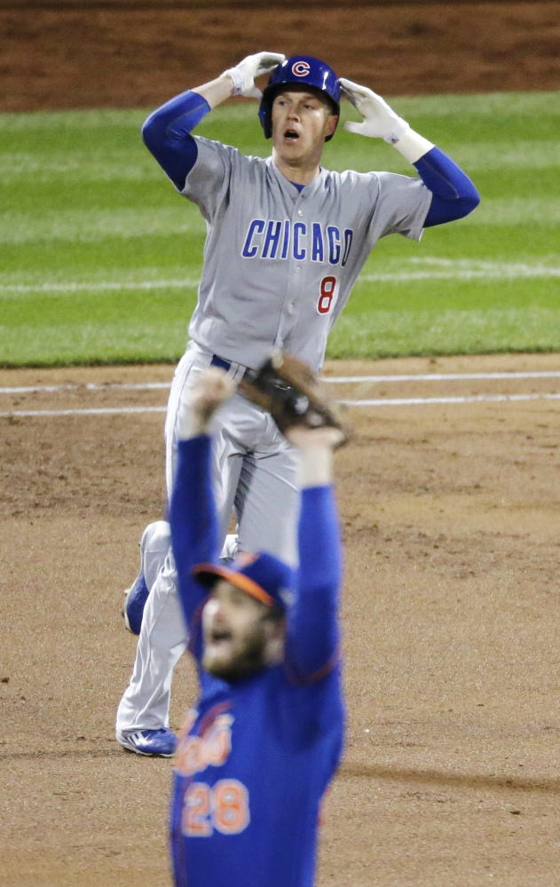 Chicago's Chris Coghlan, left, and New York's Daniel Murphy react quite differently after Coghlan's drive to center field was caught by New York's Curtis Granderson.