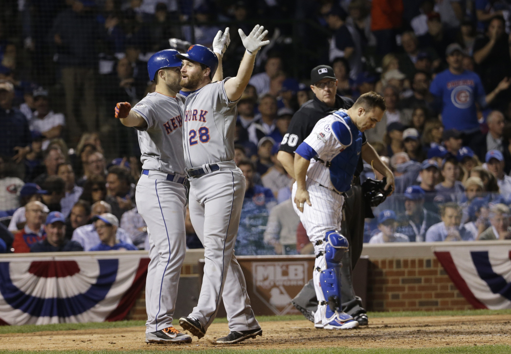 Murphy celebrates with teammate David Wright after hitting a two-run home run in the eighth inning that gave the Mets an insurmountable 8-1 lead.