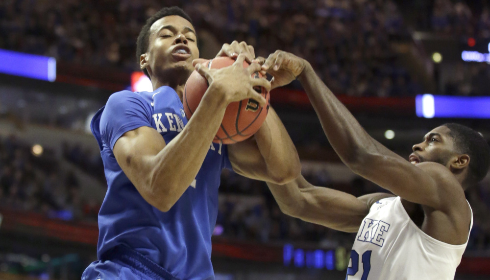 Kentucky forward Skal Labissiere, left, battles Duke forward Amile Jefferson for a rebound on Tuesday night in Chicago.