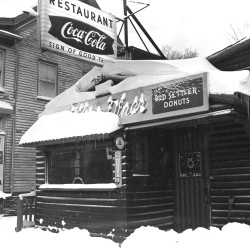 Log Cabin diner, 60 Ocean Street, South Portland following a snowstorm on Dec. 29, 1959. From the Portland Public Library archival collection of Portland Press Herald, Maine Sunday Telegram and Evening Express photos.