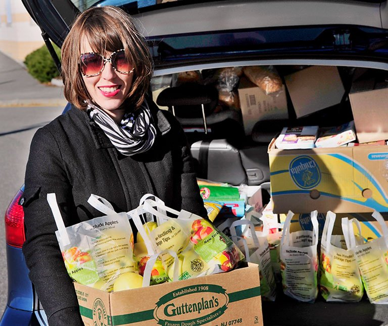 "Katie Wallace delivers snacks to the East End Community School in Portland last week. It's not charity, says the parent volunteer; ""It's about community.""  Gordon Chibroski / Staff Photographer"