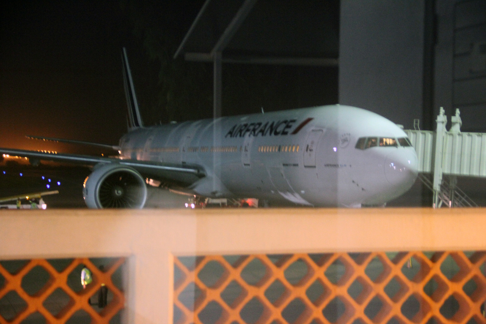 An Air France plane which arrived at Moi International Airport, Mombasa, Kenya, Sunday to pick up passengers after a bomb scare on their earlier flight from Mauritius.