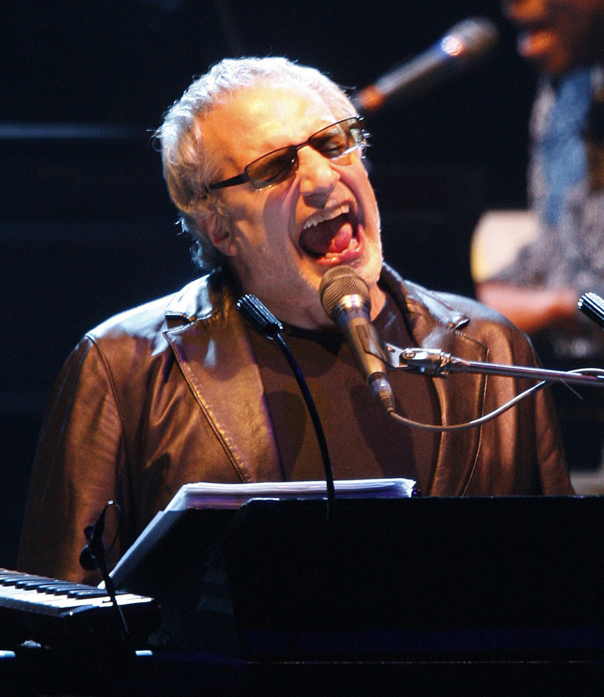 Donald Fagen was ordered to avoid his wife, Libby Titus, pending further proceedings.