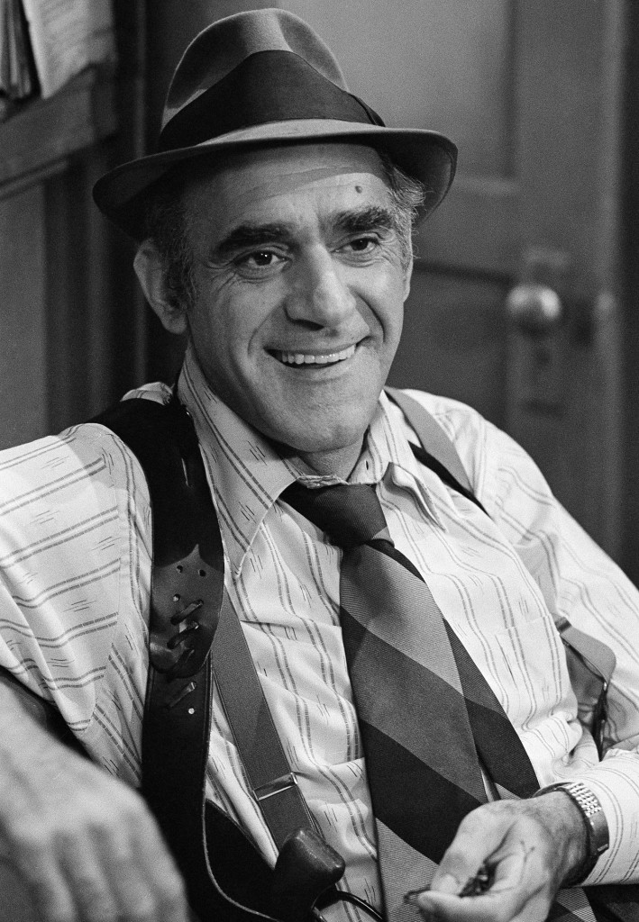 Abe Vigoda, shown in character as Detective Fish in